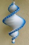 Windspiel aus Holz - Windspirale - Holzspirale, Länge 40 cm - weiß mit blauem Rand
