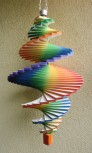Windspiel aus Holz - Windspirale - Holzspirale, Länge 50 cm - Regenbogenfarben
